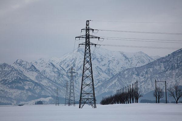 雪国の鉄塔