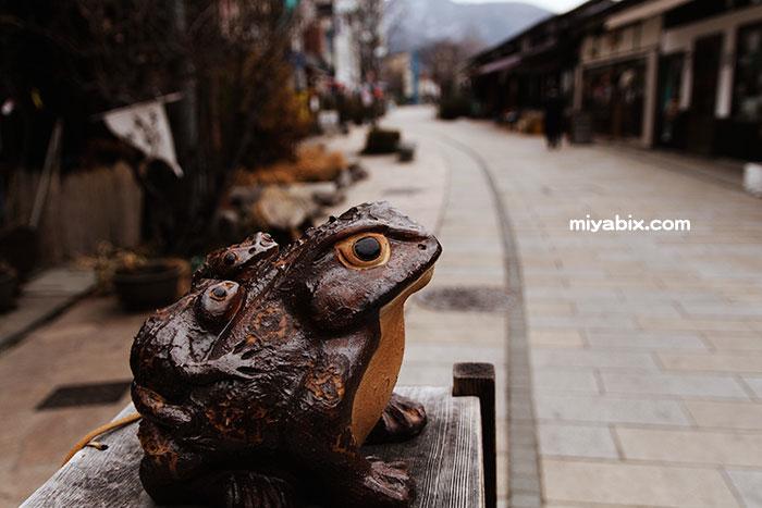 縄手通り,松本,カエル