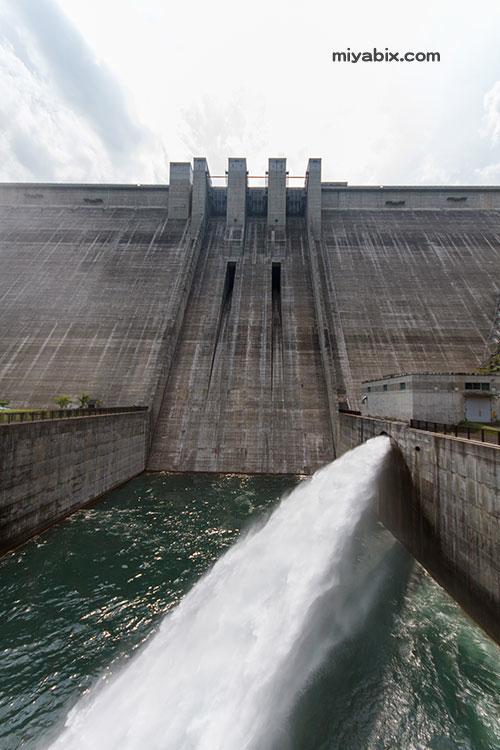奥秩父,滝沢ダム,放水,エレベーター,虹
