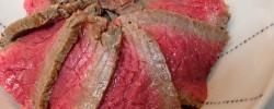 キャンプで食べたい、ダッチオーブンで作る絶品『ローストビーフ飯』