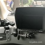 車でビデオ鑑賞:エクストレイルの助手席に液晶モニターを設置する